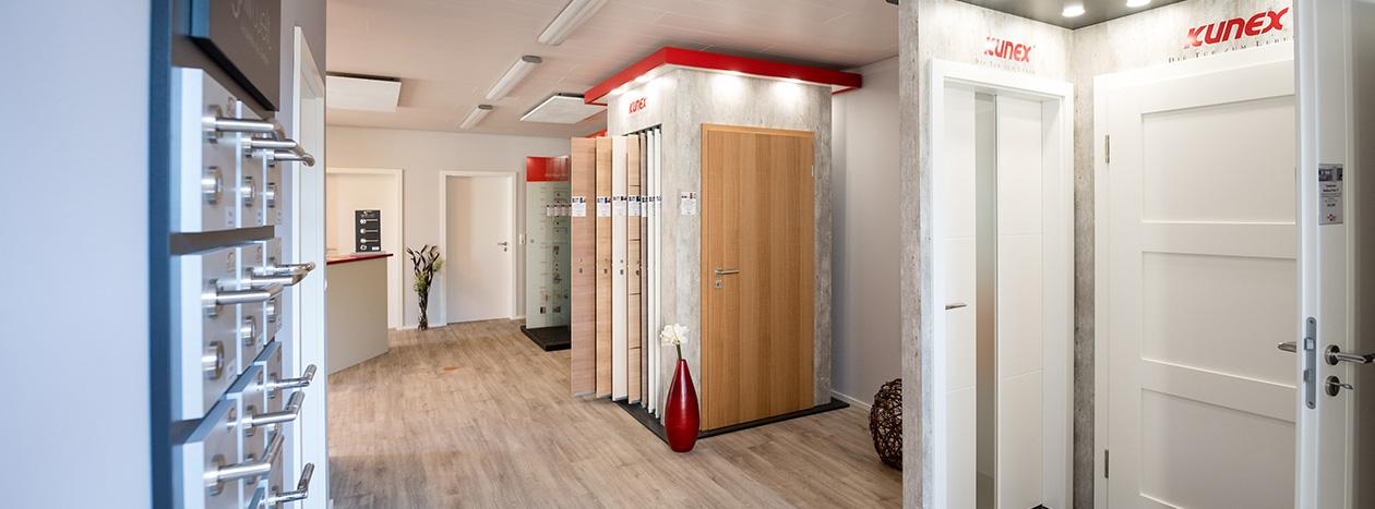Türenausstellung  Zimmertüren und Glastüren: Ströbele Holzhandlung